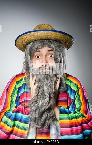 La persona che indossa sombrero hat nel concetto di divertenti Foto Stock