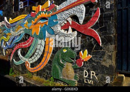 Diego rivera progettato con piastrelle a mosaico murale ehecatl