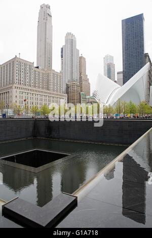 Il Nord Pool e occhio al National September 11 Memorial nella città di New York, Stati Uniti d'America. Foto Stock