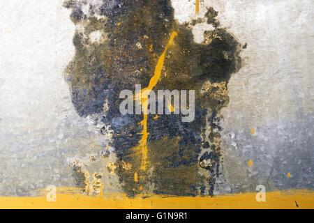 Metallo arrugginito texture con macchie di colore giallo Foto Stock