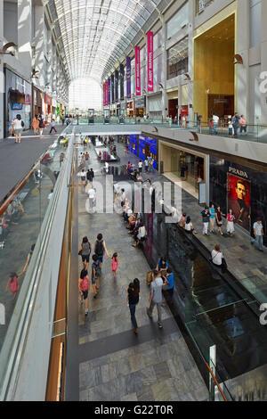 Vista interna di Marina Bay Sands shopping mall a Singapore il 21 luglio 2012. Foto Stock