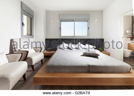 Moderno appartamento shoham da adi aronov salotto a pianta aperta porte di vetro scorrevoli - Testa del letto ...