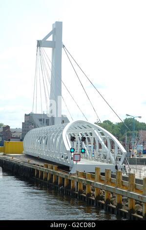 Ponte levatoio pedonale in Ustka in Polonia Foto Stock
