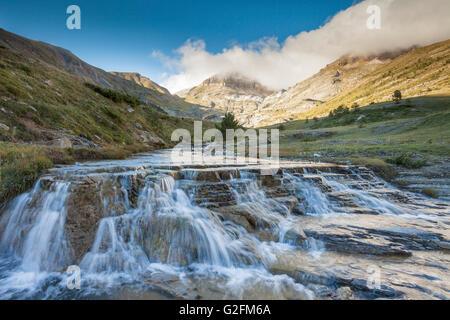Aisa valle tra le montagne dei Pirenei, Huesca, Aragona, Spagna. Foto Stock
