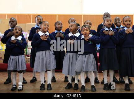 (160531) -- NAIROBI, Maggio 31, 2016 (Xinhua) -- Bambini eseguire a Thomas Barnados Casa dei bambini, Nairobi, in Foto Stock