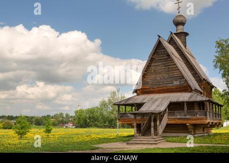 Vista della chiesa in legno di San Nicola in antico Cremlino di Suzdal, Russia. Suzdal è parte del famoso itinerario Foto Stock