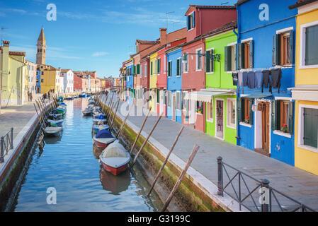 Gli incantevoli angoli della laguna di Venezia e Burano nel sole del pomeriggio. Foto Stock