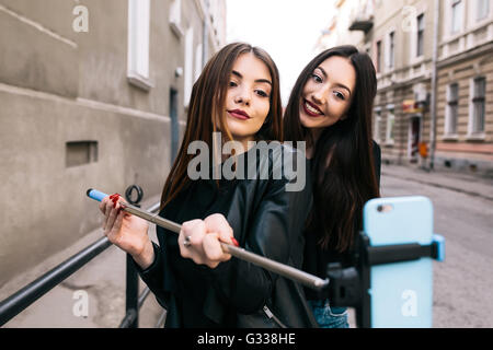 Due giovani ragazze per adulti Foto Stock