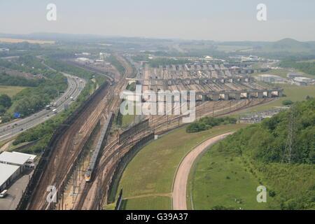 CHANNEL TUNNEL RAIL TERMINAL E TRENI IN FOLKESTONE,Kent, Regno Unito Foto Stock