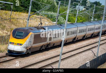 Il treno Eurostar in esecuzione tra il Kent e Londra sulla Alta velocità 1 linea in Inghilterra. Foto Stock