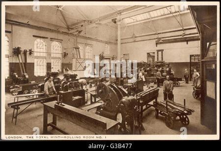 Camera di laminazione no.1 presso il Royal Mint, dove l'oro o barre di argento sono rotolato giù in strisce di spessore Foto Stock