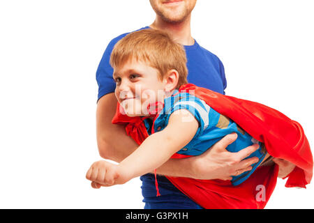 Kid boy giocare Superman indossa red cape Foto Stock