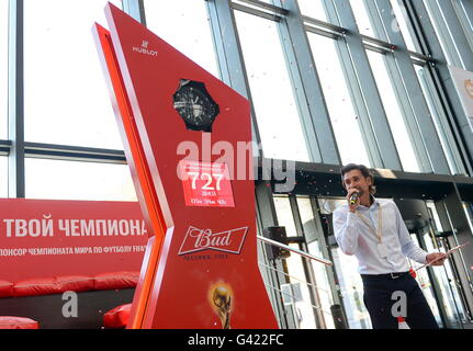San Pietroburgo, Russia. 17 Giugno, 2016. Ritirato il calcio russo portiere Ruslan Nigmatullin assiste una cerimonia Foto Stock