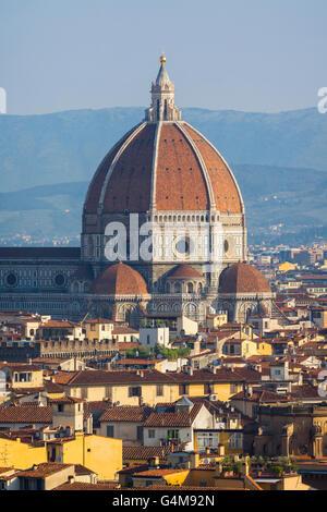 Firenze, Toscana, Italia. Vista sulla città per la cupola del Duomo - Cattedrale di Santa Maria del Fiore Foto Stock