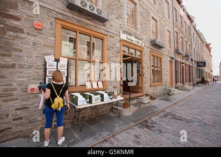 QUEBEC CITY - 24 Maggio 2016: Vecchia Quebec City ha molti negozi dove opere artigianali possono essere trovati. Foto Stock