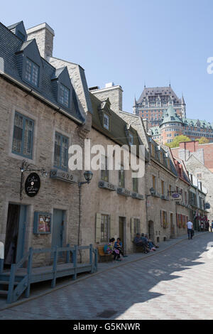 QUEBEC CITY - 24 Maggio 2016: inferiore nella città vecchia di Quebec City, con il du Chateau Frontenac in background. Foto Stock