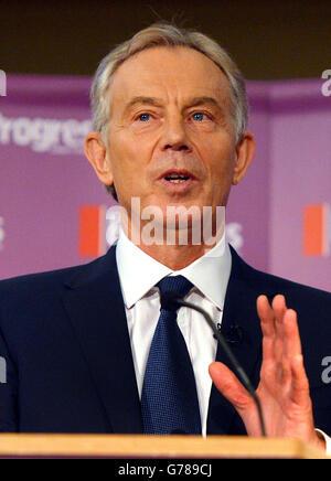 L'ex primo Ministro Tony Blair, mentre svolge la conferenza inaugurale annuale di Progress Philip Gould.