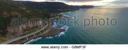 Il Sea Cliff Bridge è un equilibrato ponte a sbalzo situato nel nord della regione di Illawarra del Nuovo Galles Foto Stock