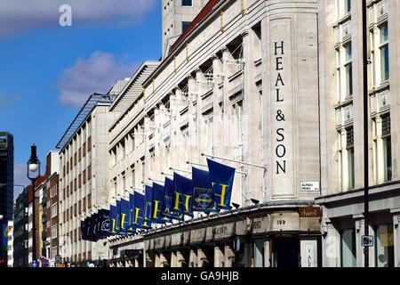 Londra, Inghilterra, Regno Unito. Guarire / guarire e figlio furniture store a 196 Tottenham Court Road Foto Stock