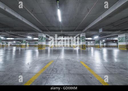 Parcheggio sotterraneo Foto Stock