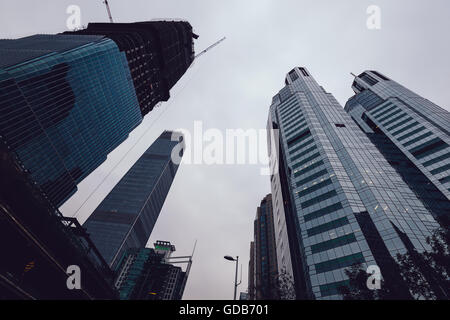 Stock Photo - Pechino, Cina - 25 Ottobre 2015: elevato aumento edifici per uffici al quartiere centrale degli affari di Pechino, Cina. Foto Stock