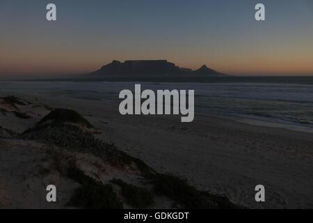 Tramonto sulla montagna della tavola Città del Capo SUD AFRICA Foto Stock