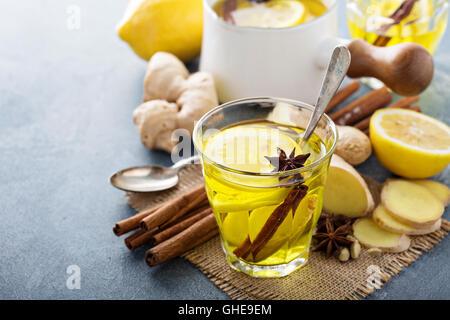 Il tè allo zenzero con il limone Foto Stock