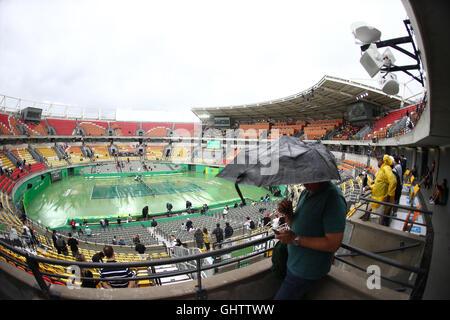 Rio De Janeiro, Brasile. 10 Ago, 2016. Tempo piovoso condizioni Tennis ritardo qualifica durante il Rio 2016 Giochi Olimpici. © Geraldo Bubniak/ZUMA filo/Alamy Live News