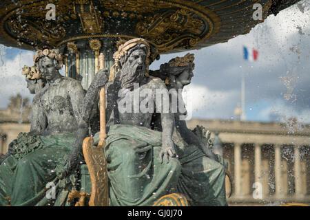 Place de la Concorde con la bandiera francese, Parigi, Francia Foto Stock
