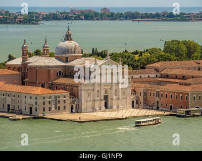 Bianco Marmo istriana la facciata della chiesa di San Giorgio Maggiore, lo stesso nome dell'isola, Venezia, Italia.