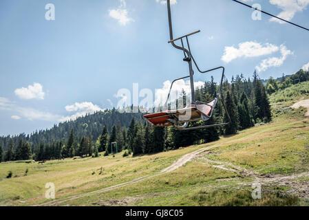 Ferro di sollevamento esterno per due in montagna. Foto Stock