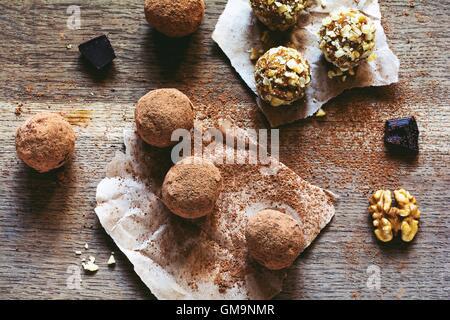 Cioccolato artigianale palle di tartufo Foto Stock