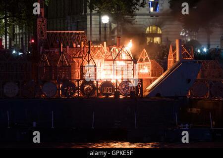 Londra, il Grande Incendio di Londra che ha attraversato le parti centrali di Londra dal 2 settembre. 5 Sep, 1666. Foto Stock