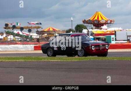 Andrew banche in un 1965 Alfa Romeo Giulia Sprint GTA, la qualificazione per la John Fitzpatrick trofeo per al di Foto Stock