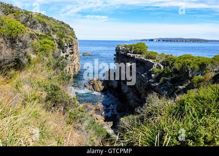 Spettacolare vista di scogliere a tubi esterni, punto perpendicolare, Jervis Bay, Nuovo Galles del Sud, NSW, Australia Foto Stock