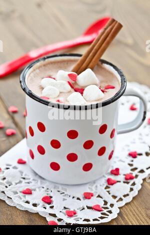 Cioccolata calda con poco marshmallows Foto Stock