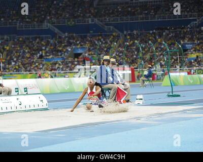 Rio de Janeiro, Brasile. 10 Settembre, 2016. Womans T42 Salto in lungo Finale al Rio Giochi Paralimpici. Ha vinto da Vanessa bassa, Germania, stabilendo un nuovo record mondiale. Credito: PhotoAbility/Alamy Live News