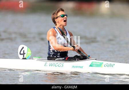 Gran Bretagna Emma Wiggs celebra vincere l'oro nel femminile KL2 finale a Lagoa Stadium durante l'ottavo giorno del 2016 Rio Giochi Paralimpici di Rio de Janeiro in Brasile.