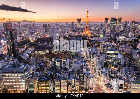 La Torre di Tokyo e Mt. Fuji, vista da Minato-Ku,Tokyo Giappone Foto Stock