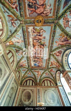 Arco della Loggia di Amore e Psiche con affreschi di Raffaello e della sua scuola, nella Villa Farnesina a Roma Foto Stock