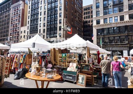 Manhattan New York City New York NY Chelsea Chelsea Mercato delle Pulci mercato settimanale shopping antiquariato Foto Stock