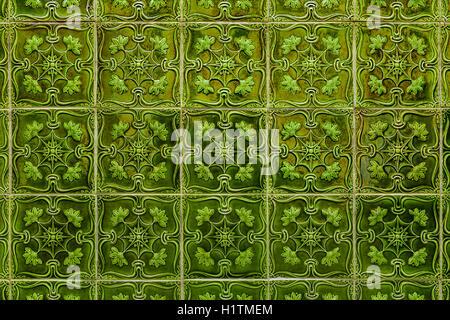 Il portogallo lisbona: a parete con piastrelle fatte a mano nella