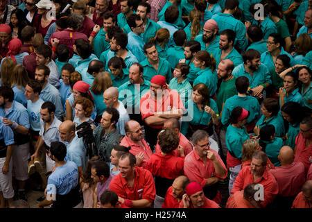 Barcellona, Spagna. 24Sep, 2016. Settembre 24, 2016 - Barcellona, in Catalogna, Spagna - Castellers attendere per costruire una torre umana durante la Jornada Castellera (Torri Umane giorno) tenutasi a Barcellona per la merce Festival (Festes de la Merce). Credito: Jordi Boixareu/Alamy Live News