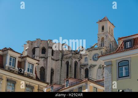Distrutta chiesa, rovine della Igreja do Carmo, Convento da Ordem do Carmo, Chiado, Lisbona, Portogallo Foto Stock