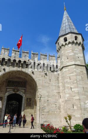 Il gate del saluto, ingresso al secondo cortile del Palazzo Topkapi, Istanbul, Turchia. È stata la residenza del Foto Stock