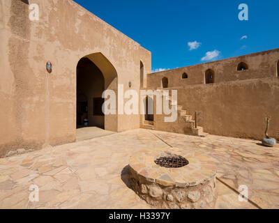 Il castello di Jabrin, cortile, Jabreen, Bahlat, Ad Dakhiliyah, Oman Foto Stock