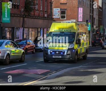 Ambulanza di emergenza, Liverpool, Merseyside, Regno Unito