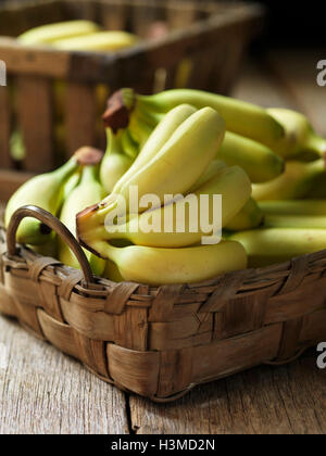 Fresca frutta organica, baby banane Foto Stock