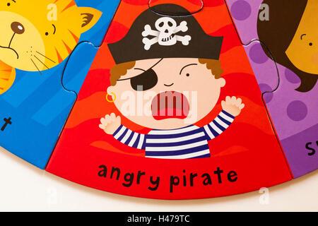 Angry pirate, parte del sistema ELC facce buffe puzzle fatto dalla foresta di cartone amichevole Foto Stock