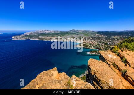Francia, Provenza, Bouches-du-Rhône, Riviera, Cassis, Baie de Cassis, vista dalla Route des CrÛtes in Cap Canaille